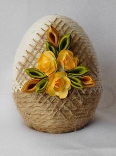 Marriage Decoration, Plastic Eggs, Kanzashi, Easter Projects, Egg Art, Shell Crafts, Cake Pops, Easter Eggs, Flower Arrangements