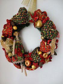 Boa tarde amigas !!!   Esta guirlanda de Natal é meu primeiro projeto, para as festas de fim de ano .   Como sou apaixonada pelo mundo ...