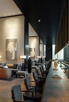 Bar counter spanning the full lenght of the lobby of The Puli Hotel Shanghai