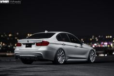 Alpine-White-BMW-F30-335i-With-V702-Matte-Gunmetal-Wheels-5.jpg (1600×1067)