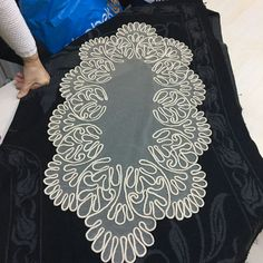 This Pin was discovered by nur White Embroidery, Embroidery Dress, Hand Embroidery, Hobbies And Crafts, Diy And Crafts, Arts And Crafts, Brother Innovis, Romanian Lace, Point Lace