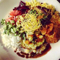 """❤️ #dinner #soyummy #bhel #indiandish #desibhel #desifood #yummyinmytummy #gohealthy #homemade #selfmade #foodporn #vegetables #potato #puri #chutney…"""