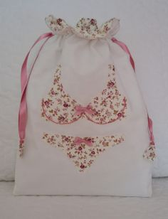 cute lingerie bag - keep those items separate for washing Fabric Crafts, Sewing Crafts, Sewing Projects, Cross Stitch Numbers, Creation Couture, Fabric Bags, Quilted Bag, Zipper Bags, Cloth Bags