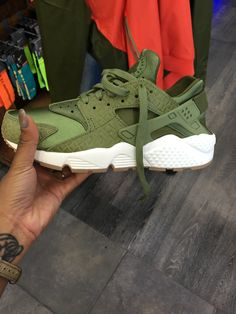 new style bf015 b5355 Nike huarache green Haraches Shoes, Sock Shoes, Nike Shoes Cheap, Running  Shoes Nike