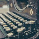 Há factos que parecem simples de verificar — por exemplo, será que Saramago usava vírgulas? As vírgulas de Saramago e os factos da vida. Writing Skills, Writing Tips, Writing Prompts, Writing Assignments, Writing Challenge, Journal Prompts, Essay Writing, Improve Writing, Fiction Writing