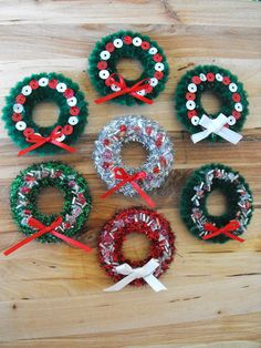 Ruby Murrays Musings: Christmas in July - Mini Wreaths Easy Christmas Crafts, Christmas In July, Christmas Holidays, Diy Christmas Ornaments, Christmas Decorations To Make, Christmas Wreaths, Curtain Rings Crafts, Wreath Crafts, Summer