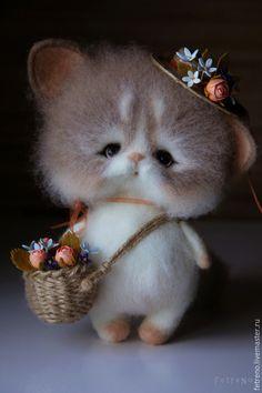 Игрушки животные, ручной работы. Ярмарка Мастеров - ручная работа. Купить Кошечка с цветочной шляпкой и корзинкой. Игрушка из войлока.. Handmade.