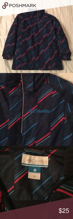 ❄️ Boys Columbia Winter Coat ❄️ Boys winter coat. Columbia brand. Excellent used condition. Two matching (never worn) hats included. Size XS (6). Columbia Jackets & Coats