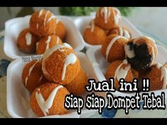MODAL KECIL UNTUNG BANYAK | JAJANAN KEKINIAN | KRISPI DI LUAR, LUMER DI DALAM - YouTube Sweet Recipes, Snack Recipes, Cooking Recipes, Snacks, Cooking Cake, Indonesian Food, Street Food, Food Hacks, Food Videos