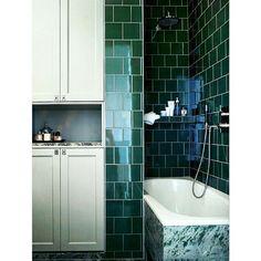 Handmålade profilluckor passar lika bra till kök som till badrum. #painted #doors #handmålat #profil - pickyliving