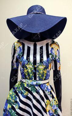 Купить или заказать Длинное платье ' Круиз ' в интернет-магазине на Ярмарке Мастеров. Стильное, яркое, сочное! Эта модель уместна как для торжества, отдыха, фото съемки, так и для повседневной жизни, но с юбочкой покороче. Платье из хлопок-сатина, 97% хлопок, 3% лайкра. Очаровательный белый воротничок. Длинна юбки от талии 120 см, можем отшить платье с нужной Вам длиной. Короткий рукав Юбка полусолнце. Съемный пояс. Гарантия качества! Наша студия ориентированна на про…