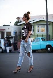 Kuvahaun tulos haulle blue hoodie and boyfriend jeans
