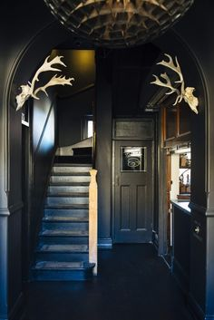 This Historic Sydney Hotel's Interior Is as Impressive as Its View Interior Simple, Home Interior Design, Interior And Exterior, Interior Logo, Interior Windows, Classic Interior, Interior Ideas, Dark Interiors, Hotel Interiors