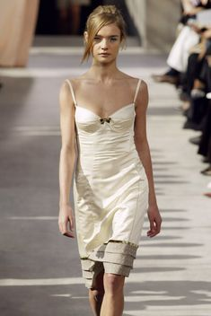 Natalia at Louis Vuitton Spring 2003