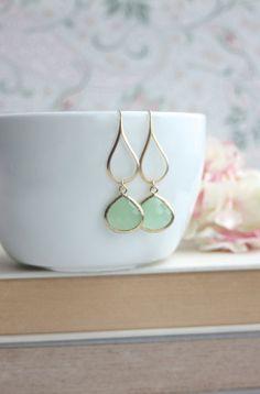 Mint Green Earrings, Green Glass Dangle Earrings. Mint Green Wedding. Green Pear Bridal Earring, Bridesmaid Gift. Light Mint Green  Earrings on Etsy, €24.81
