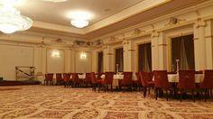 Interior salon de evenimente cu profile decorative din polistiren CoArtco Chandelier, Ceiling Lights, Lighting, Interior, Profile, Home Decor, User Profile, Candelabra, Decoration Home