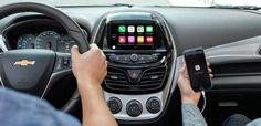 Chevrolet spark 2017 đi kèm là hệ thống thông tin giải trí Mylink tương thích Apple CarPlay và Android Auto
