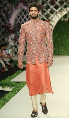 Varun Bahl at India Couture Week 2016 - Look 8 Kurta Pajama Men, Kurta Men, Mens Sherwani, Wedding Dresses Men Indian, Wedding Dress Men, Indian Dresses, Wedding Outfits, Wedding Wear, Indian Outfits