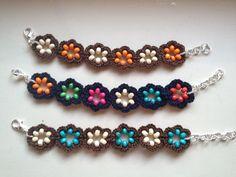 Bracciali e orecchini ad uncinetto con fiore con perline in legno : Braccialetti di de-e-do-creazioni