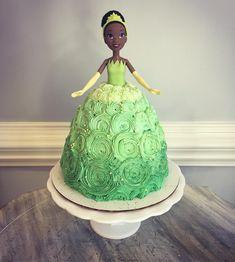 Frog Princess, Princess Party, Baby Girl Birthday Cake, Joint Birthday Parties, Golden Birthday, Kid Friendly Meals, Cupcake Cakes, Cupcakes, Birthday Ideas