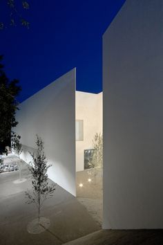 Image 4 of 34 from gallery of Santo Tirso Call Center / Aires Mateus. Photograph by João Morgado Art Et Architecture, Minimal Architecture, Amazing Architecture, Contemporary Architecture, Architecture Details, Installation Architecture, Exterior Design, Interior And Exterior, Casa Patio