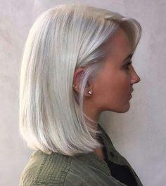 Hair Color : Magnificent Platinum Blonde Short Hair On Black Short Platinum Hair, Platinum Grey, Silver Platinum Hair, Grey Hair Pieces, Medium Hair Styles, Short Hair Styles, Ice Blonde Hair, Ash Blonde, Silver Grey Hair