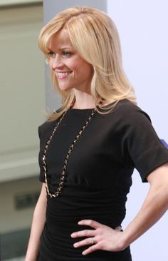 Reese Witherspoons blonde hairstyle with bangs