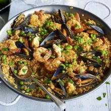 Perfecting a paella recipe is no easy feat. Gregor sets out to create a truly authentic dish. Bbc Good Food Recipes, Cooking Recipes, Healthy Recipes, Healthy Dishes, Healthy Meals, Risotto, Spanish Paella, Spanish Food, Spanish Dinner