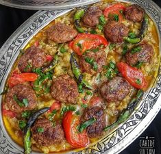 You'il love this dinner! Really a very lush and very tasty meal. Eggplants time before you make friends️. KÖGÜMELİ KEBAB 1 kg eggplant 1 tomato 3 large green pepper 1 medium nectarine 2 tablespoons olive oil 500 gr ground beef for meatballs 1 medium onion Armenian Recipes, Turkish Recipes, Italian Recipes, Ethnic Recipes, Italian Chicken Dishes, Kebab, Good Food, Yummy Food, Iftar