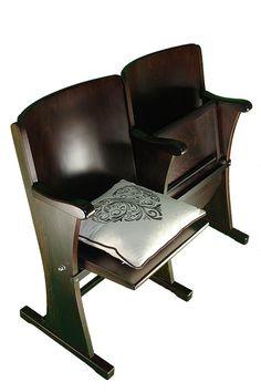 Doplnky z historického kina či divadla Cinema Seats, Chairs, Living Room, The Originals, Retro, Furniture, Home Decor, Homemade Home Decor, Tire Chairs