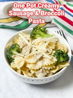 One Pot Creamy Sausage & Broccoli Pasta - My Fussy Eater | Easy Kids Recipes Creamy Salmon Pasta, Creamy Pasta Dishes, Creamy Pasta Recipes, Vegetarian Pasta Recipes, Easy Meals For Kids, Easy Family Meals, One Pot Meals, Quick Easy Meals, Kid Meals