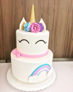 Festa do Unicórnio +de 200 Ideias para Sua Festa! Unicorn Birthday Parties, First Birthday Parties, First Birthdays, Birthday Cake, Fondant Cakes, Cupcake Cakes, Bolo Fack, Unicorn Foods, Unicorn Cakes
