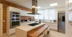 Cozinha grande com Coifa de Alumínio de Jannini Sagarra Arquitetura - 55165 no Viva Decora
