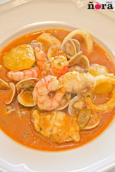 Caldereta de pescado / Seafood stew (recipe in spanish) Healthy Recipes, Fish Recipes, Seafood Recipes, Mexican Food Recipes, Cooking Recipes, Ethnic Recipes, Fish Dishes, Seafood Dishes, Seafood Stew