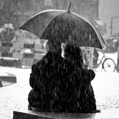 A couple in the rain by punkmarko, via Flickr