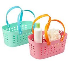 Make sure you bring a shower caddy filled with the necessities. and don't forget your shower shoes! Dorm Room Comforters, Dorm Rooms, Dorm Space Savers, Dorm Life, College Life, College Ready, College Hacks, Bathroom Caddy, Shower Shoes