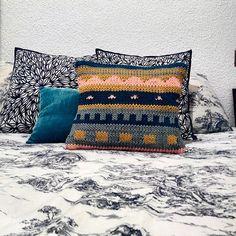 ojín para Olivia! #dmc #naturaxl resultado de la cata de lanas con @dawanda_es ^____^ más vale tarde que nunca! Home deco by @beckergir Hand Knitting, Throw Pillows, Cata, Crochet, Addiction, Tricot, Crochet Cushions, Wool Yarn, Toss Pillows