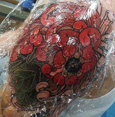 Sneaky progress shots from today's shoulder flower #tattoo #tattoos #tattooworkers #tattoosnob #tattoolifemagazine #triplesixstudios #neojapanese #uktta #art #artist #draw #drawing#japaneseflowers #japanesetattoos #chrysanthemum #triplesix #sunderland #northeast #teamego #elliottwells #thebesttattooartists #irezumicollective #irezumi #egomachines #egor12 #fusionink #fusioninks all done with the new ego r12 machine and fusion inks