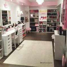 Find the beautiful makeup room ideas, designs & inspiration to match your style. Browse through images of makeup room & vanity mirror to create your perfect home.