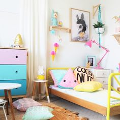 Kids bedroom tour of a bright and colourful toddler bedroom. This kids bedroom features the sunrise bed by US designer SAND.