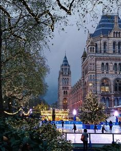 """Ice skating in the shadow of the #NaturalHistoryMuseum - it doesn't get more Christmassy than that! ❤️ //  @zobolondon #iceskating #southkensington"""