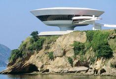 Le musée d'art contemporain de Niterói au Brésil a été construit comme une soucoupe volante.