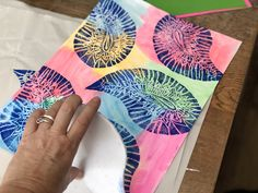 How to Use Scratch Foam for Easy Printmaking for Kids Painting For Kids, Art For Kids, Projects For Kids, Art Projects, Kids Printmaking, Ecole Art, Art Lessons Elementary, Process Art, Kids Prints