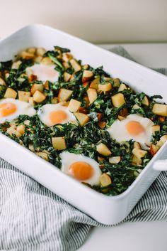 Fried Egg, Collard Green, and Potato Hash on Mash & Spread. Recipes Breakfast Video, Healthy Breakfast Recipes, Healthy Eating, Healthy Breakfasts, Vegetarian Recipes Easy, Healthy Recipes, Vegetarian Casserole, Vegetarian Barbecue, Barbecue Recipes