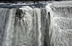 FOTOS (V., 10 ENE 2014). LAS CATARATAS DEL NIAGARA PARCIALMENTE FRIZADAS, FOTO DEL 5 ENE 2014 - The American side of the Niagara Falls is partially frozen. Photograph: Aaron Harris/Reuters 3396a81c-fbf9-49d5-b9a1-c5a78423a6e2-620x397.jpeg (620×397)