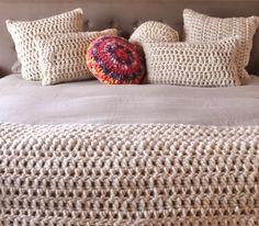 Almohadones tejidos a mano con lana pura www.tiendadecostumbres.com.ar