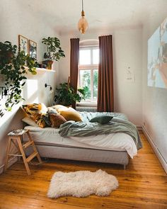 Bohemian Bedroom Decor Böhmische Schlafzimmer Dekor Blinds Windows are an essential part of any home Urban Bedroom, Modern Bedroom, Quirky Bedroom, Urban Rooms, Eclectic Bedrooms, Bedroom Door Design, Bedroom Designs, Room Ideas Bedroom, Bedroom Inspo