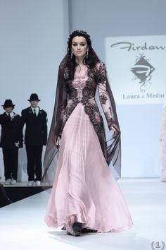http://www.modellerii.com/wp-content/uploads/2013/01/Laura-Medni-modern-tesettur-abiye-modelleri11.jpg