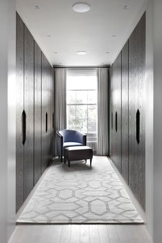 INTERIOR-iD - Dressing Room in private house in Chelsea, London. Front finish in dark stained oak, internal finish in natural cedar wood Walk In Closet Design, Bedroom Closet Design, Master Bedroom Closet, Closet Designs, Room Decor Bedroom, Interior Design Living Room, Dressing Room Closet, Dressing Room Design, Dressing Rooms
