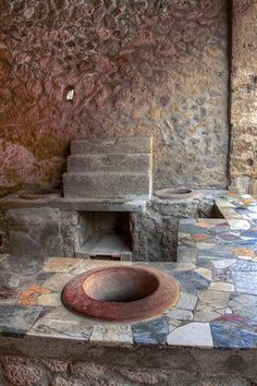 Many of the homes in Pompeii were behind 'store fronts' such as these. You can see the oven behind the 'bowl' - servants would cook the food then serve it out of these built in bowls to passing patrons. Love that countertop! Ancient Pompeii, Pompeii And Herculaneum, Ancient Ruins, Ancient Artifacts, Ancient History, Pompeii History, Pompeii Ruins, Ancient Greece, Roman Architecture